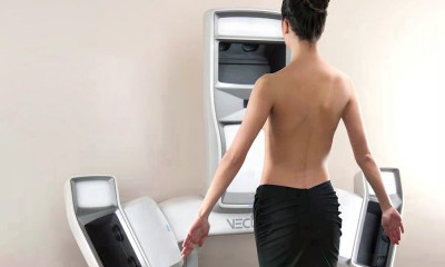 Woman in front of Vectra 3D machine.